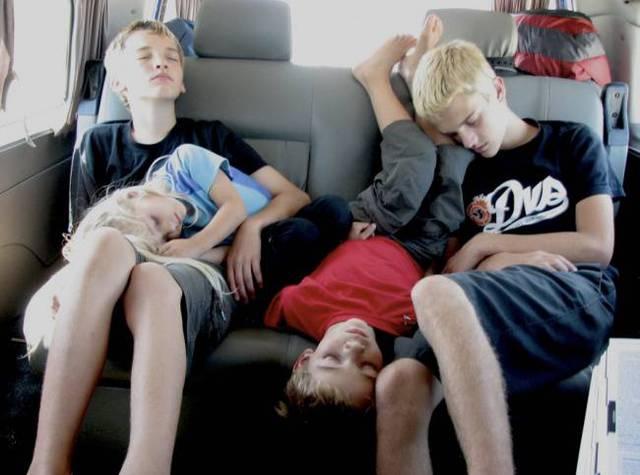 enfants-fatigues-dormir-partout-04