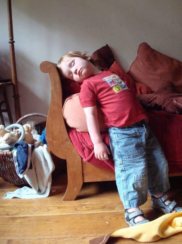enfants-fatigues-dormir-partout-11