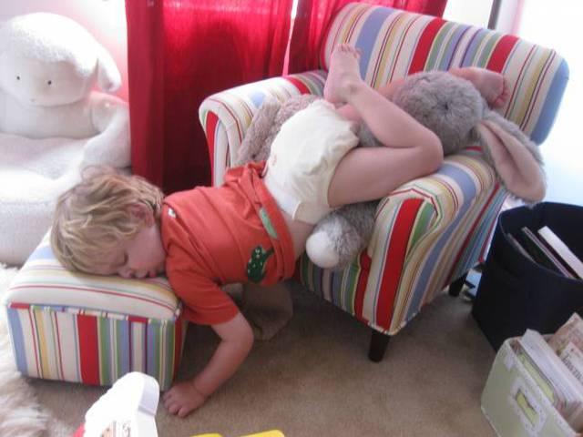enfants-fatigues-dormir-partout-12