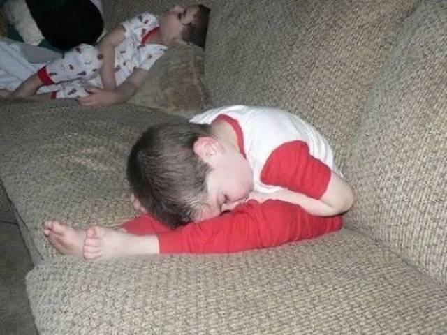 enfants-fatigues-dormir-partout-15