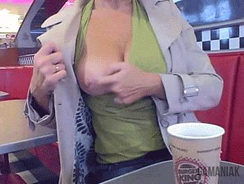 montrer-ses-seins-dans-burger-king