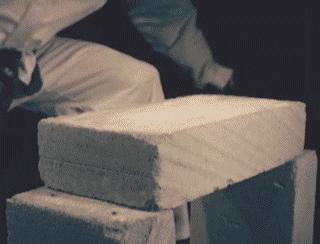 gif-cassage-brique-ralenti