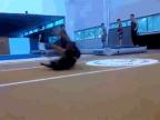 breakdancer-main-solide