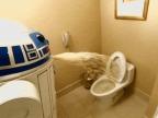 r2d2-vomit-dans-les-toilettes