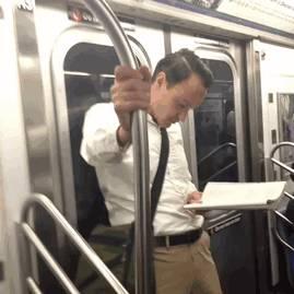 metro-main-inconnu
