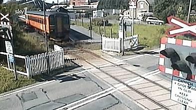 voiture-traverse-devant-train