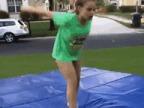 fille-fait-super-salto-arriere