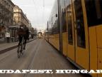 velos-qui-roulent-entre-2-tramways