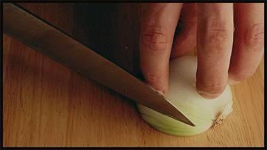 decoupage-oignon-fines-lamelles