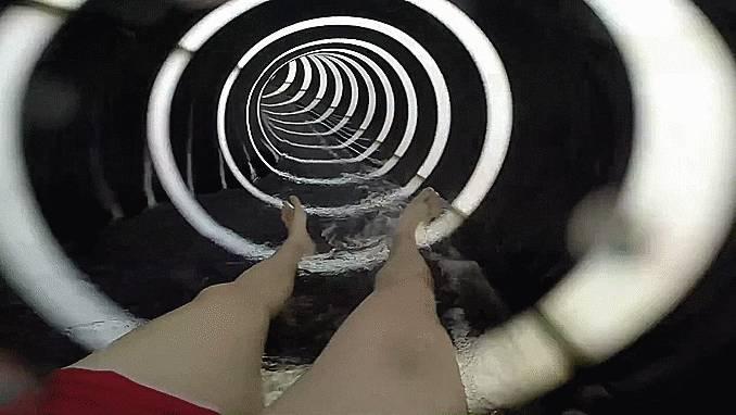 piscine-toboggan-illusion-optique-cercles