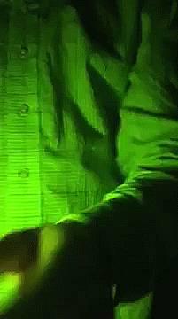 tube-fluorescent-sorti-micro-ondes