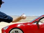 jeter-balle-baseball-voiture-roule