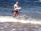 combattant-mma-sauve-bebe-dauphin