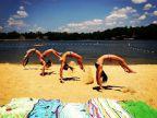 filles-backflip-plage