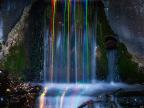 longue-exposition-batonnets-lumineux-cascade-eau