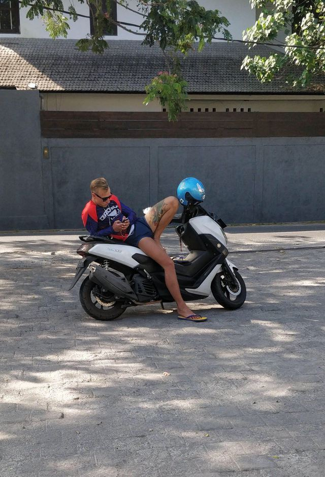 homme-femme-moto