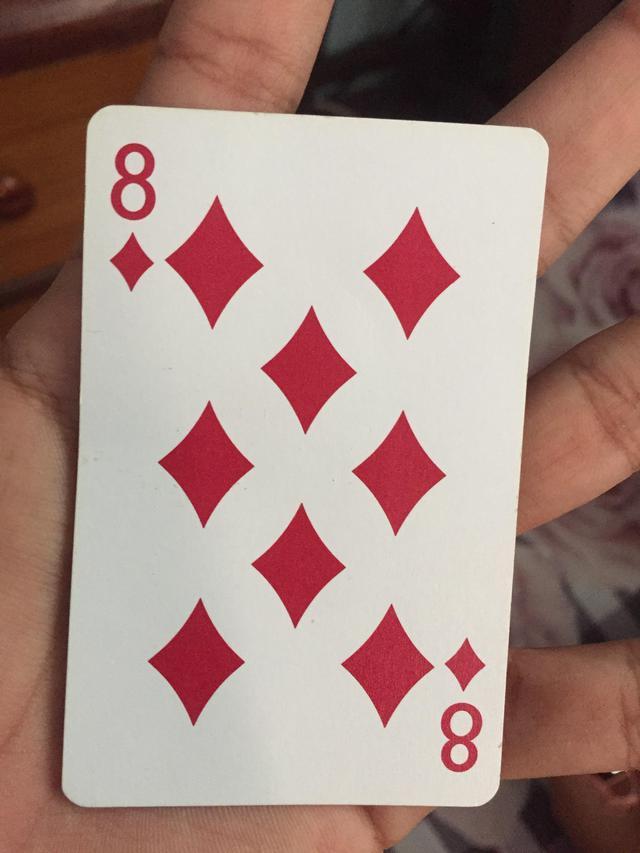 chiffre-8-espace-vide-carreaux-carte-8-carreau