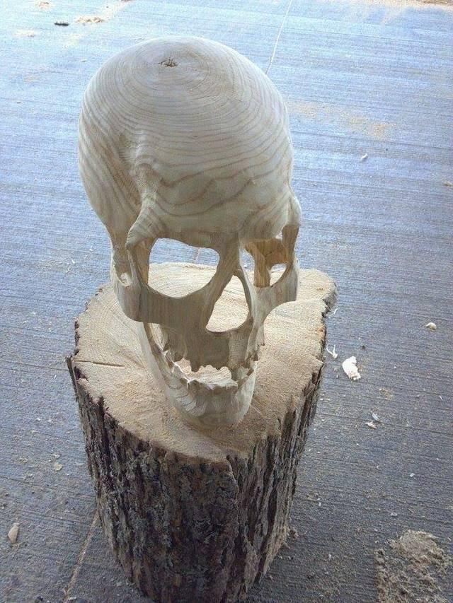 crane-sculpte-tronc-arbre