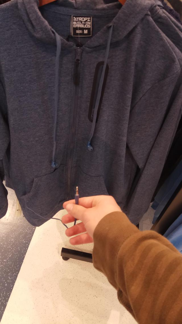 sweatshirt-ecouteurs-integres