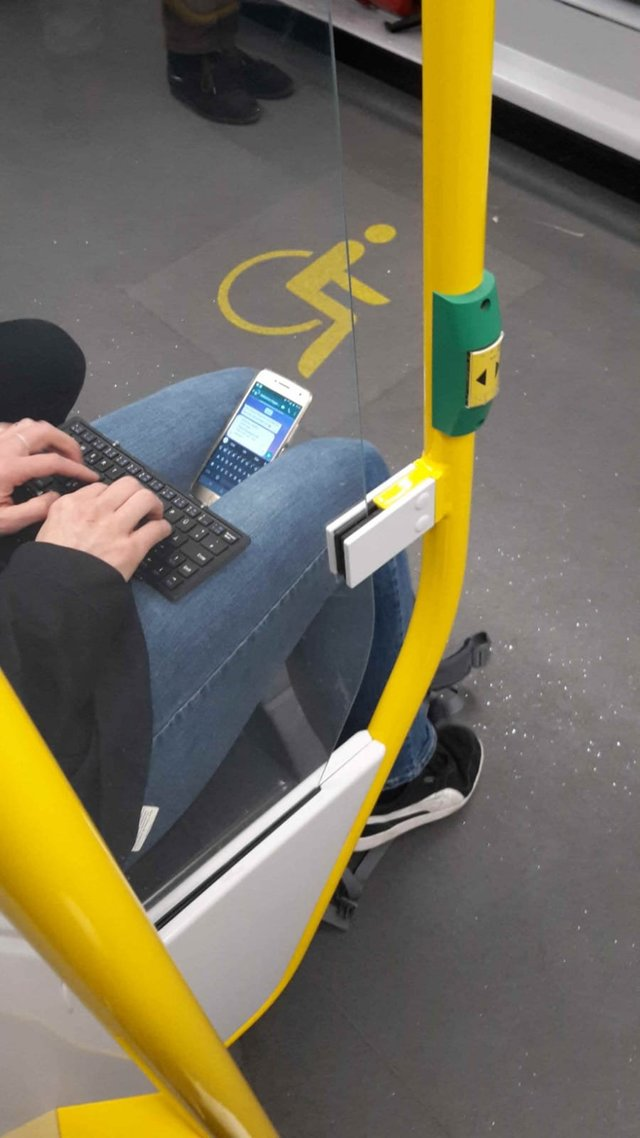 telephone-clavier-bluetooth-bus