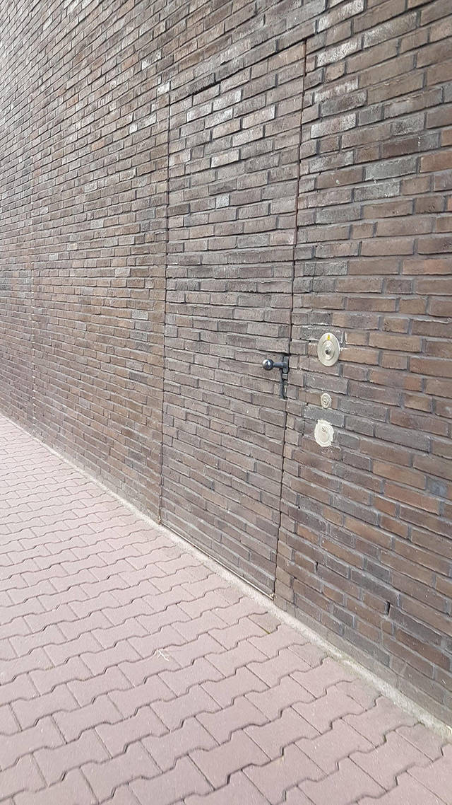 porte-camoufle-mur-briques