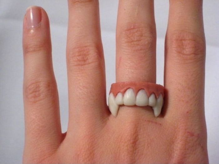 bague-dents-vampire