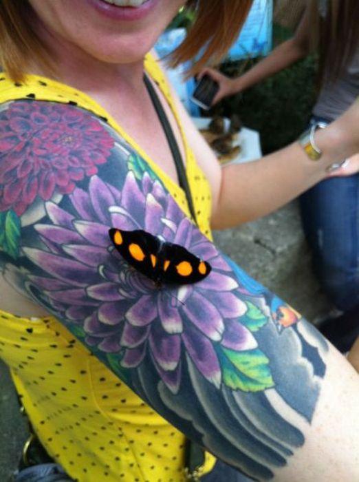 papillon-pose-tatouage-fleur
