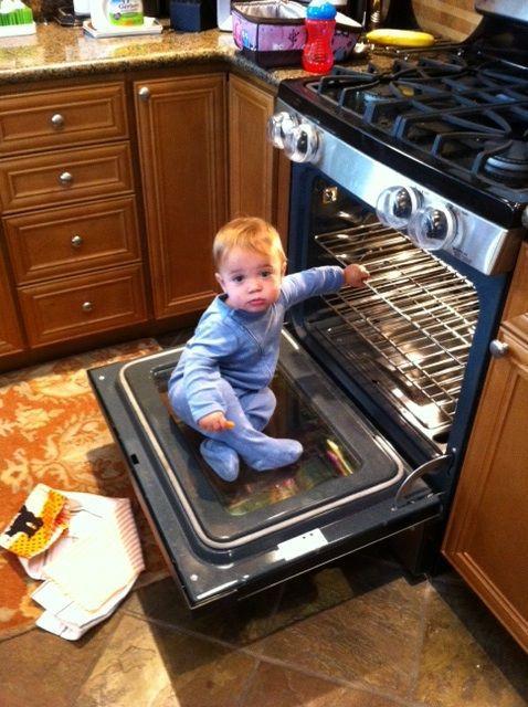 bebe-veut-aller-dans-four
