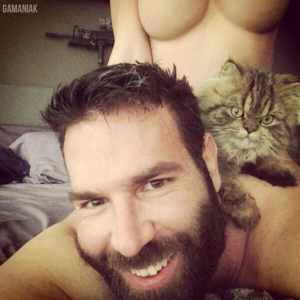 homme-avec-2-chattes