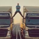 jean-claude-vandamme-grand-ecart-2-camions