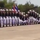 marine-royale-thailandaise-parade-effet-domino