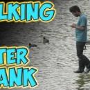 miniature pour Rahat se prend pour Jésus et marche sur l'eau