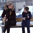 miniature pour Un enfant congelé à l'arrêt de bus