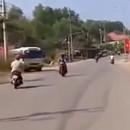 miniature pour Collision frontale entre motos