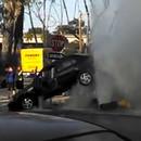 borne-incendie-souleve-voiture