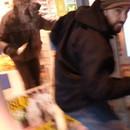 vendeur-coince-voleur-dans-magasin