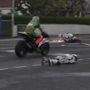 miniature pour Le crash violent de Simon Andrews en moto