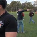 miniature pour Un père fait tomber son fils contre un ballon