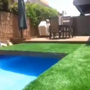 piscine-retractable-herbe-jardin