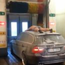 se-laver-avec-voiture-station-lavage