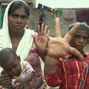 enfant-indien-mains-geantes