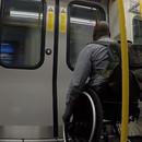 course-contre-metro-chaise-roulante