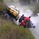 crash-voiture-rallye-pres-spectateurs