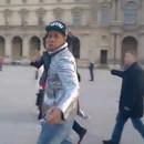 miniature pour Un touriste au Louvre ne reconnait pas Jay-Z