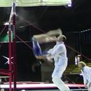 miniature pour Une gymnaste rattrapée 2 fois par son coach
