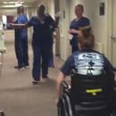 miniature pour Une fille paralysée se lève pour son infirmière