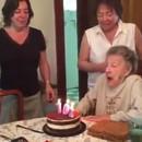 miniature pour Mamie souffle les bougies de ses 102 ans