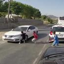 turquie-enfant-voiture-traverser-sans-regarder