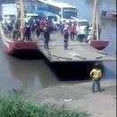 miniature pour Un homme presque écrasé par un bateau