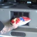 miniature pour Les basses d'une voiture désintègrent un paquet de chips